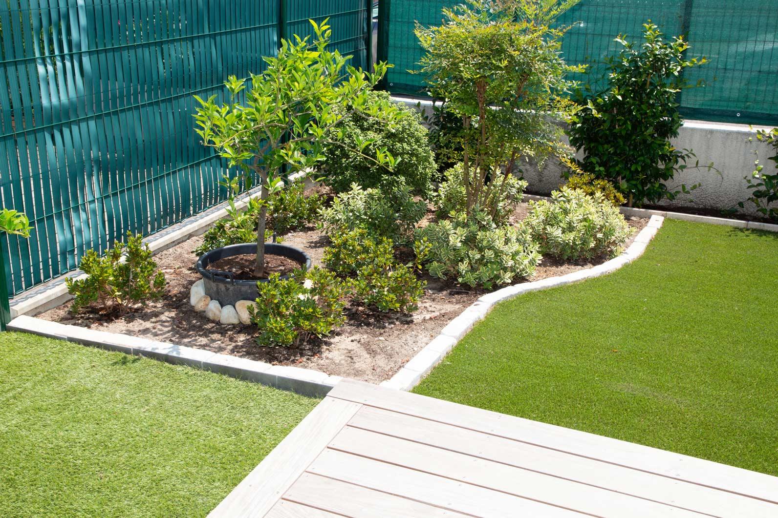 new plants mulch garden edging